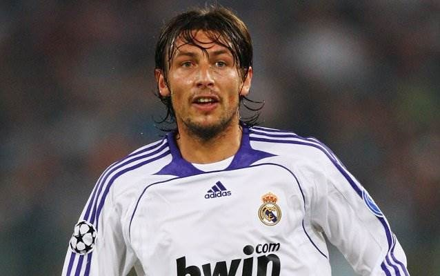 لعب هاينزه سابقاً في صفوف ريال مدريد
