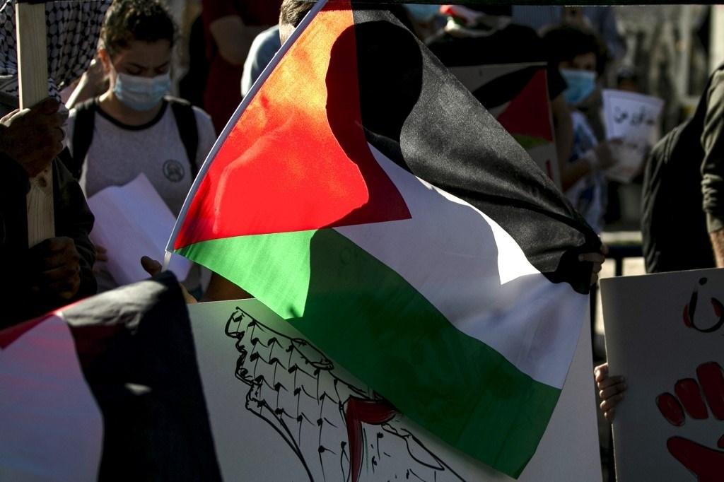 من مظاهرة ضد مخطط الضمّ الإسرائيلي للضفة في رام الله أمس الأربعاء (أ.ف.ب)