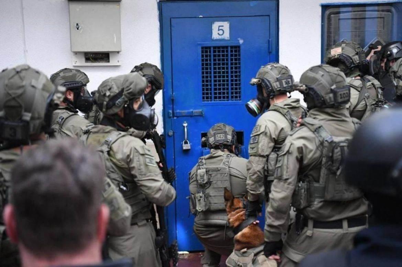 اقتحام قوات الاحتلال قسم رقم خمسة في سجن ريمون