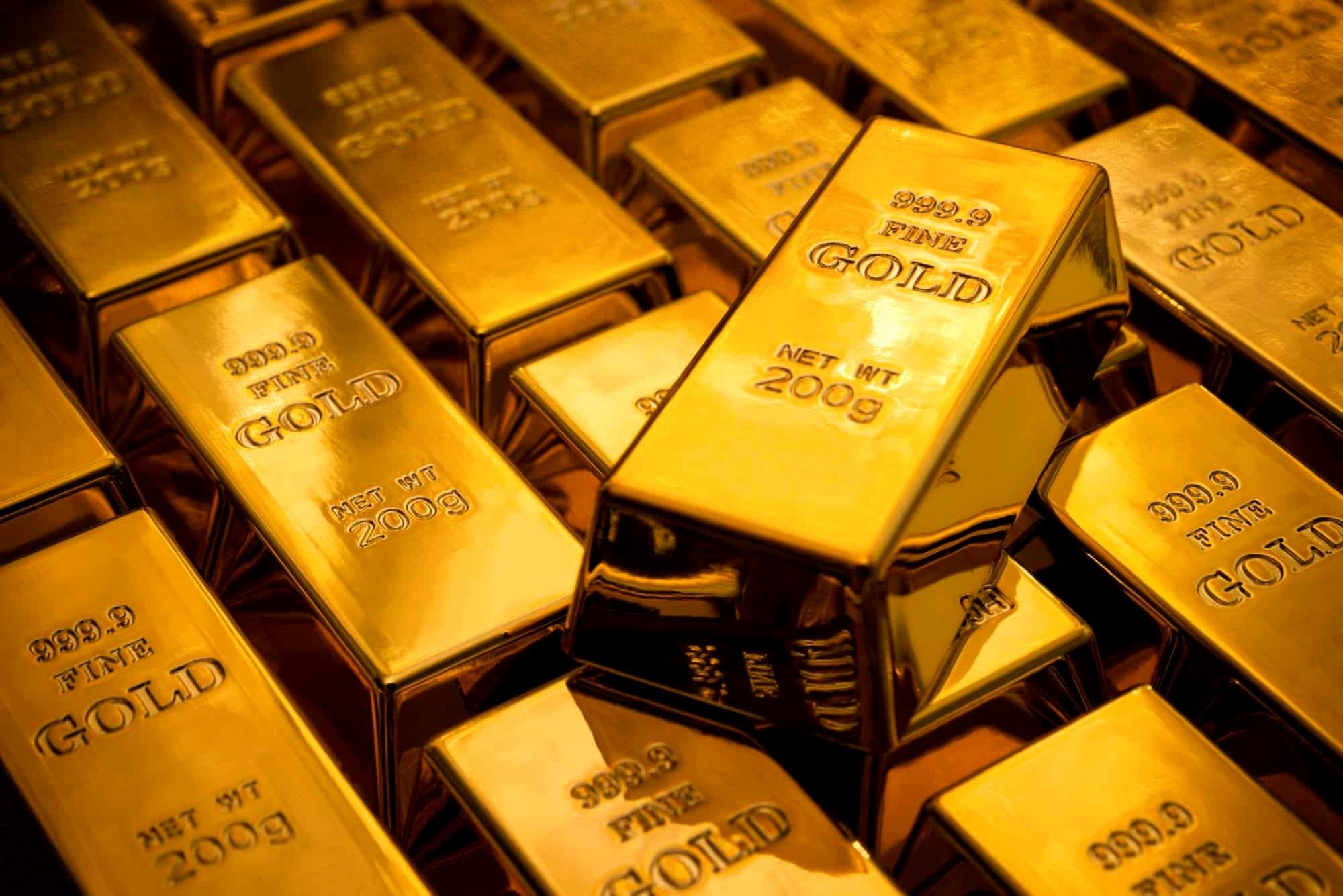 الذهب مستقر فوق 1800 دولار بفعل تنامي مخاوف الفيروس