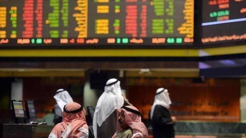 يتوقع محللون انكماشاً اقتصادياً شديداً بالمنطقة المنتجة للهيدروكربون إذ تضررت أسعار النفط