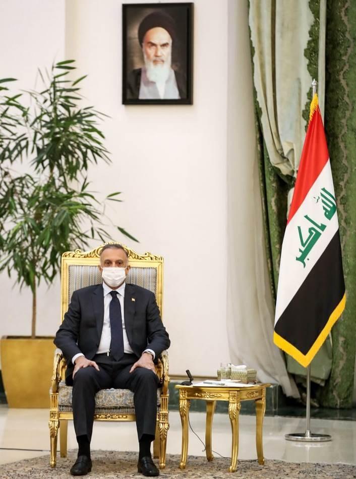 الكاظمي خلال لقائه الرئيس الإيراني حسن روحاني اليوم في طهران (أ.ف.ب)