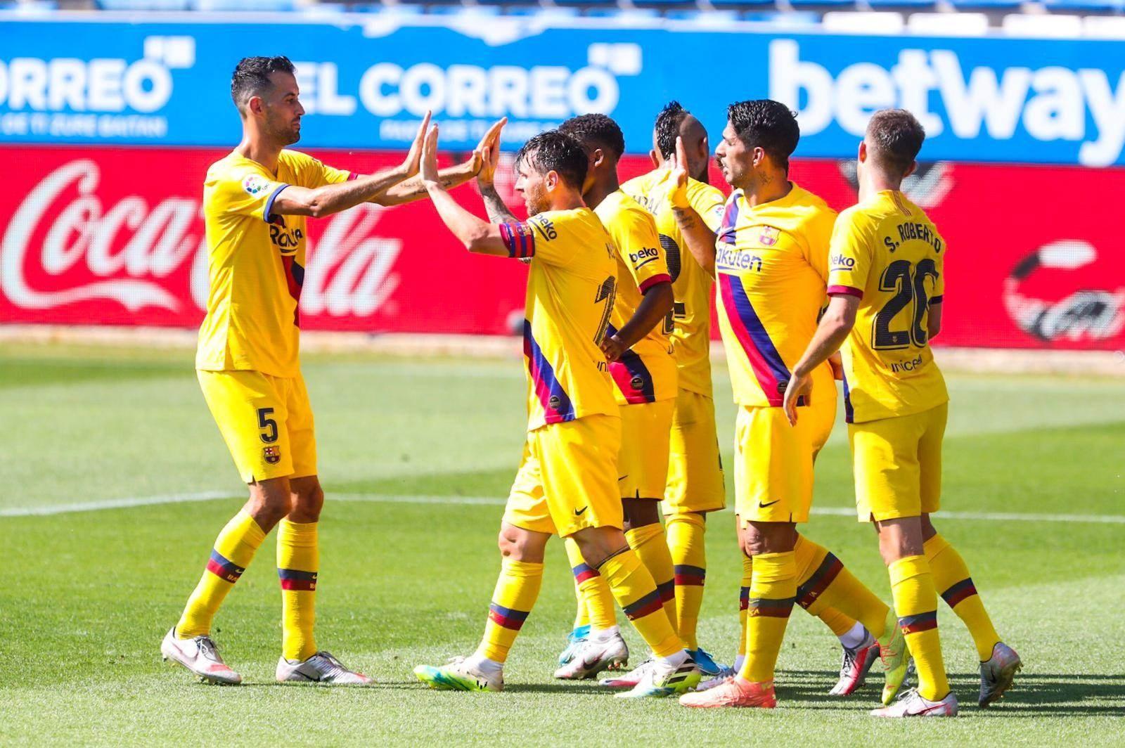 لاعبو برشلونة في مباراة ألافيس