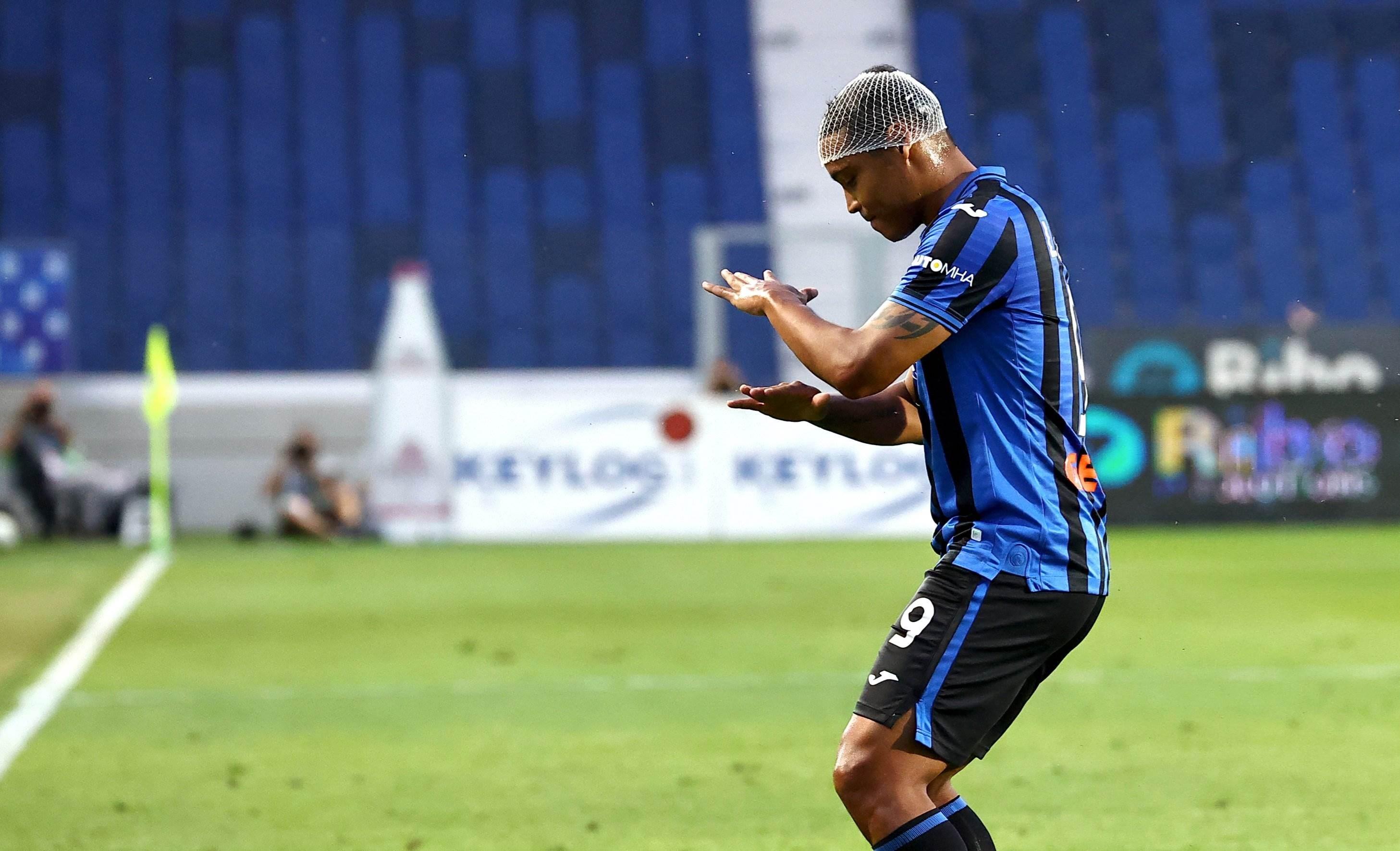لويس مورييل محتفلاً بعد تسجيله هدف المباراة الوحيد