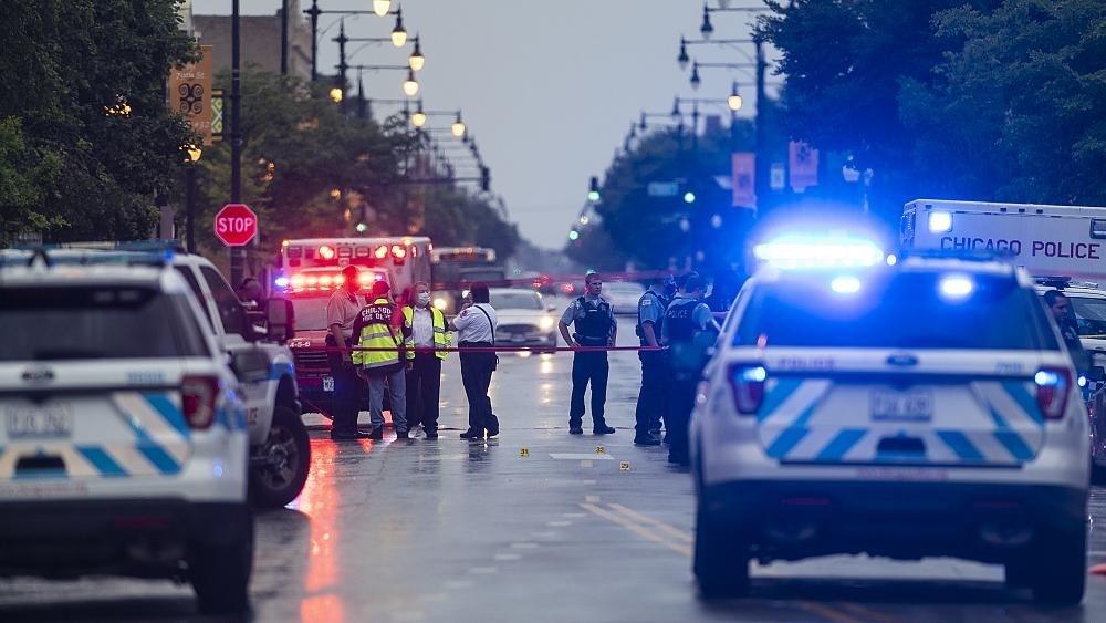 إصابة 14 شخصاً بجروح في تبادل لإطلاق النار خلال جنازة في شيكاغو