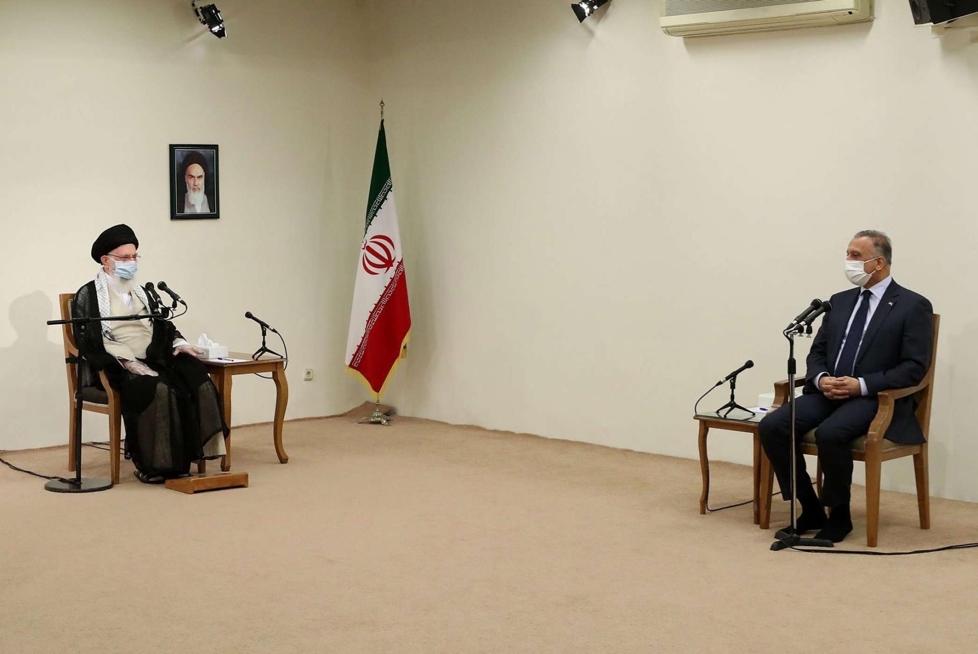 المرشد الإيراني مستقبلاً رئيس الحكومة العراقية