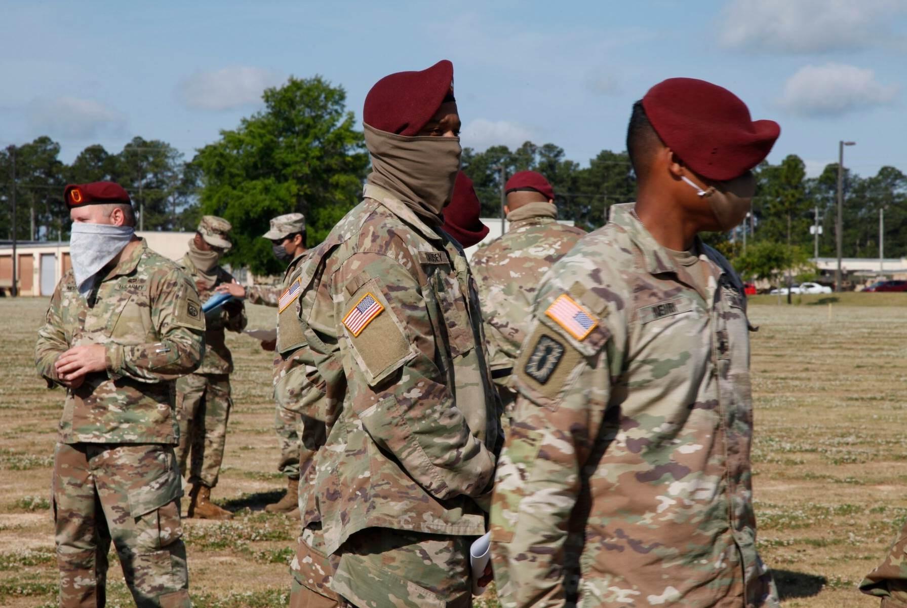 يمكن أن يساهم العسكريون الأميركيون في نقل الوباء إلى المجتمعات المحلية.