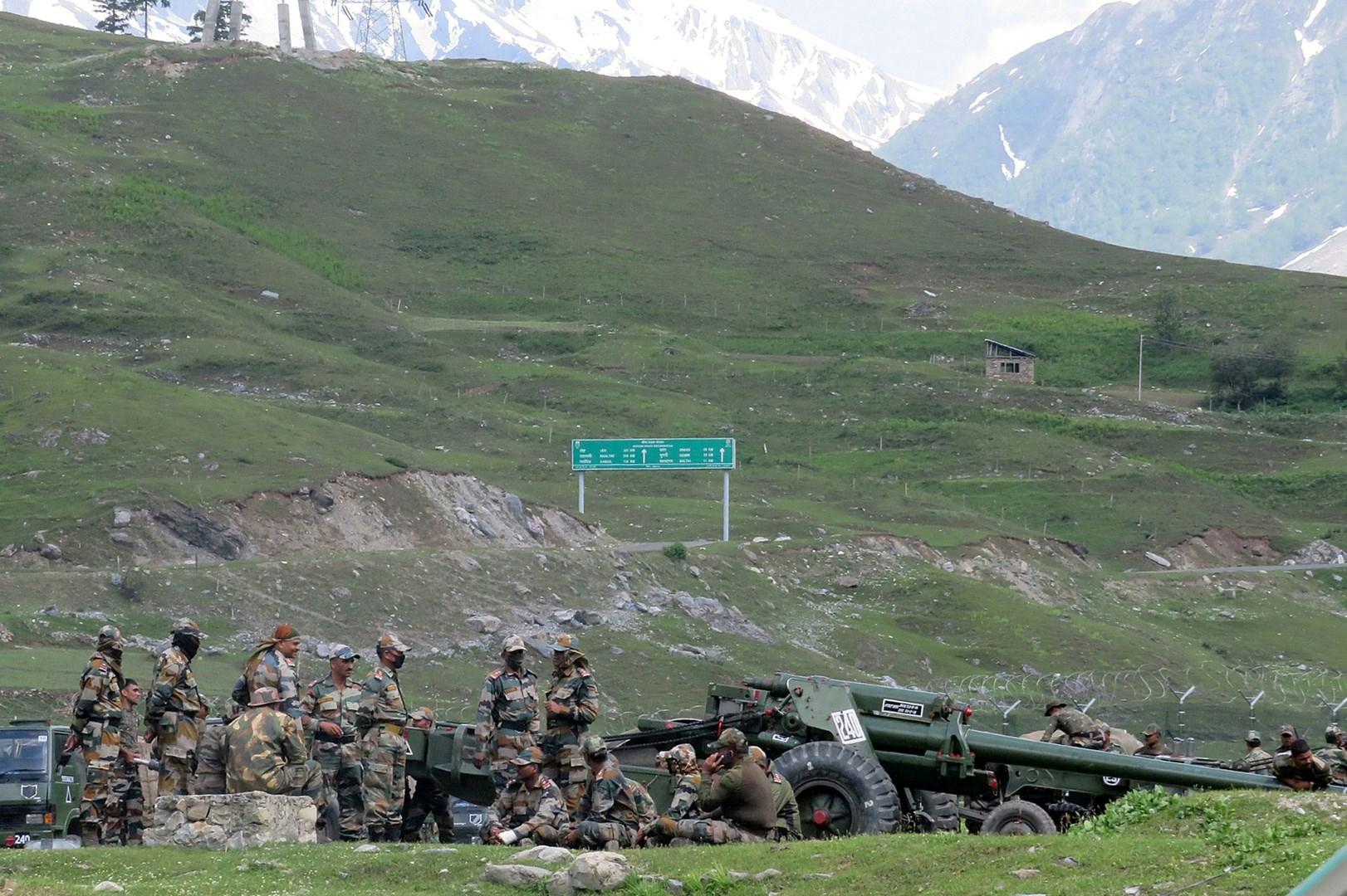 عناصر من الجيش الهندي قرب الحدود مع الصين