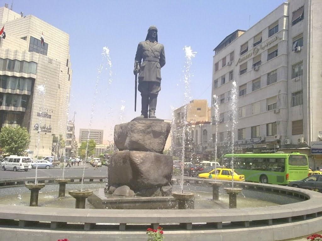 تمثال يوسف العظمة في دمشق