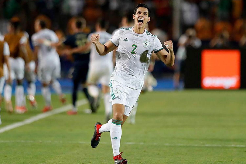 عيسى ماندي مع المنتخب الجزائري (أرشيف)
