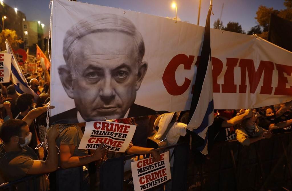 من المظاهرات ضد رئيس الوزراء الإسرائيلي بنيامين نتنياهو خلال شهر تموز/يوليو الجاري (أ.ف.ب)