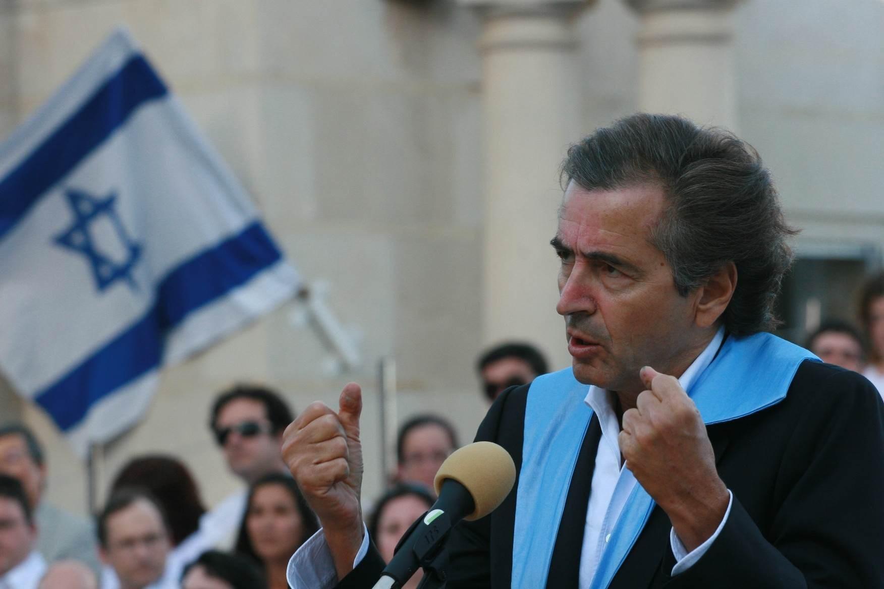 عُرف برنارد ليفي بمواقفه المحرّضة ضد بعض الحكومات العربية، ومواقفه الداعمة لـ