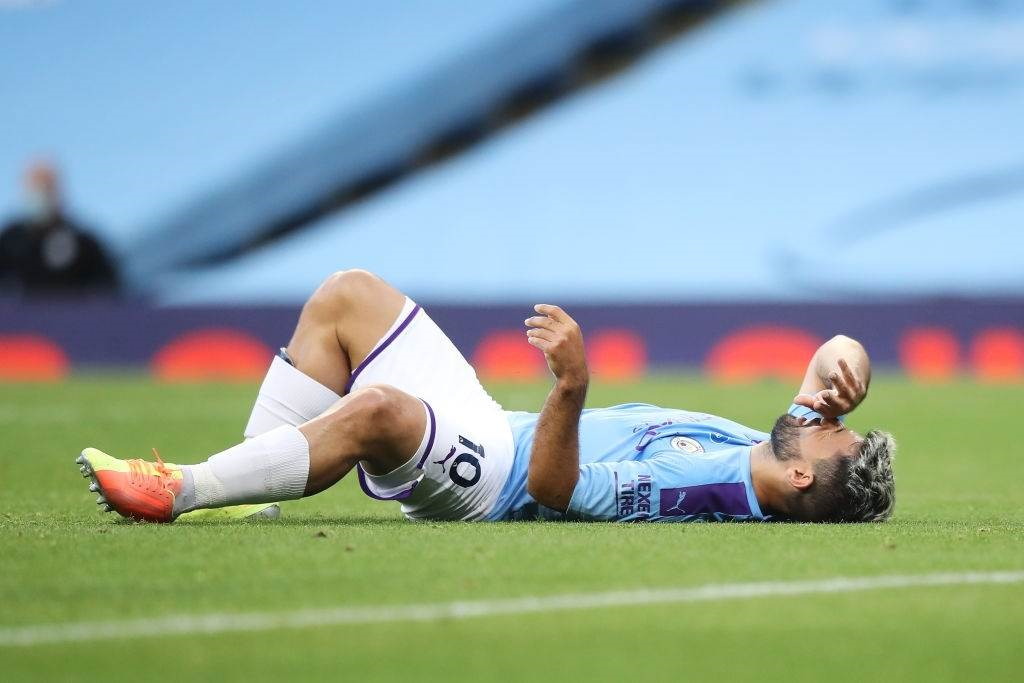 أغويرو بعد إصابته في مباراة بيرنلي (أرشيف)