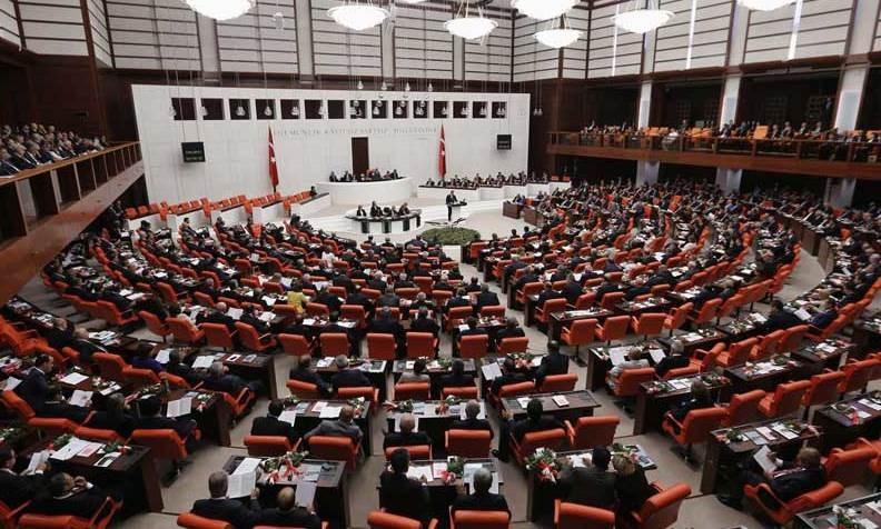 السلطات التركية تعزز رقابتها على وسائل التواصل الاجتماعي