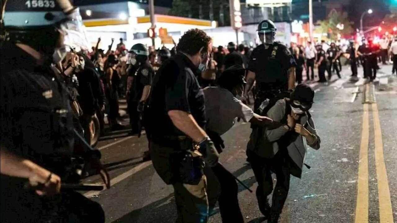 الشرطة الفيدرالية الأميركية واجهت الاحتجاجات في بورتلاند بالقمع والعنف والاعتقالات