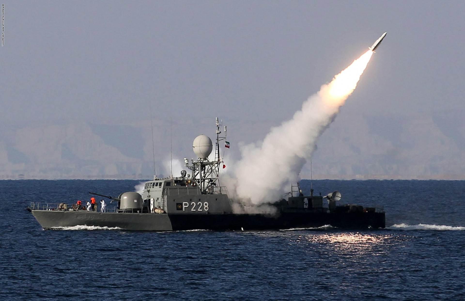 مناورات الحرس الثوري تؤدي الى استنفار  قاعدتين أميركيتين في الخليج