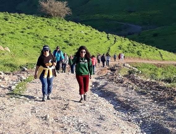الفريق صاعدا الجبال الفلسطينية