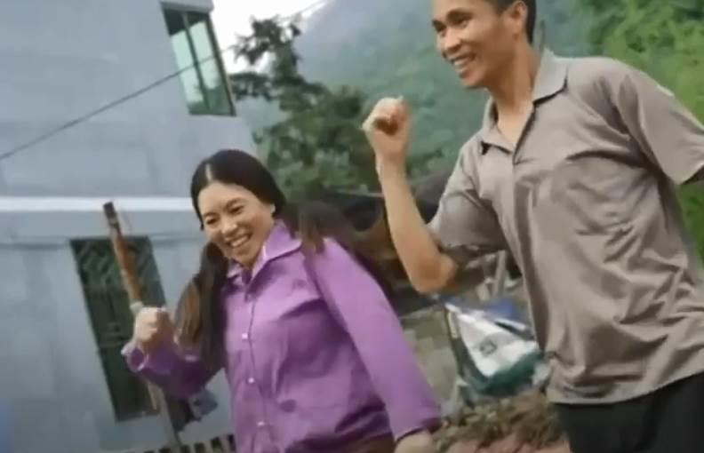 أكثر من 3 ملايين متابع عبر مختلف وسائل التواصل الاجتماعي لمزارعين في الصين بسبب تأديتهما لرقصة المراوغة