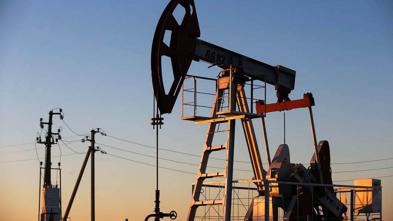 متأثرة بمخاوف من ارتفاع الإصابات بكورونا.. أسعار النفط تنخفض