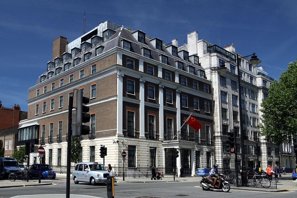 بريطانيا تحذر من أنها لن يكون لها مستقبل لو سعت للابتعاد عن بكين