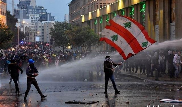 أعمال شغب وحرق للمحال التجارية في وسط بيروت