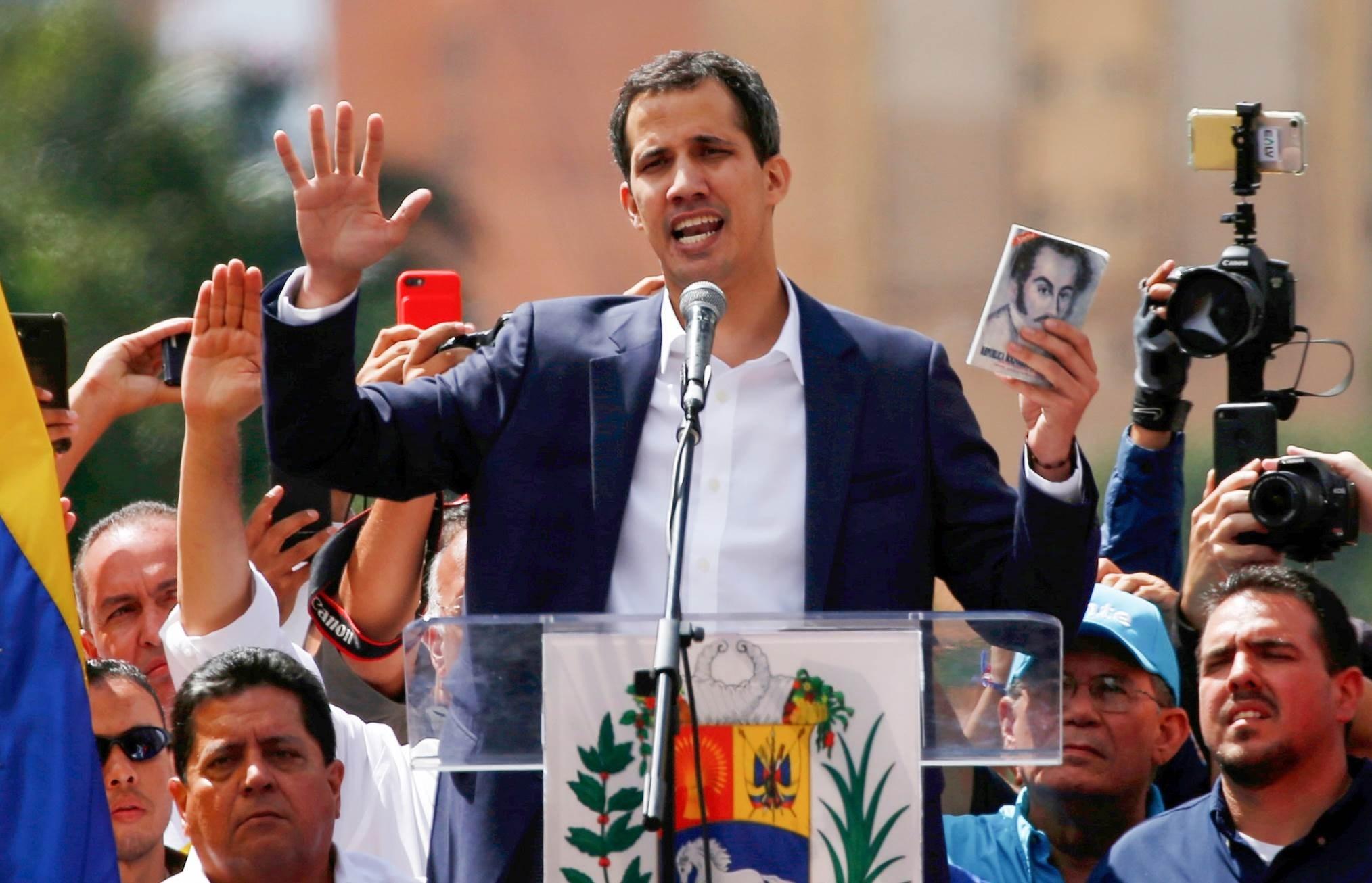 صعب يعتبر أن غوايدو ومعاونيه يسعون إلى تجريد فنزويلا من ثروتها