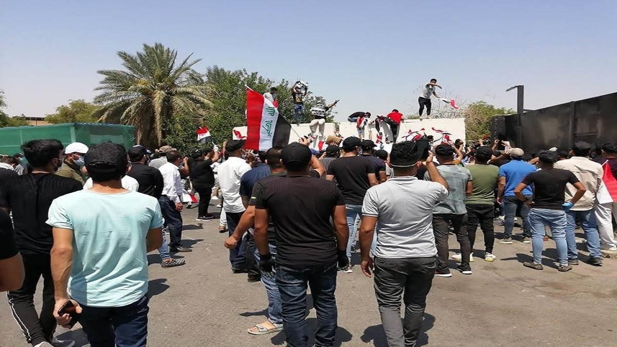 نجحت قوات الأمن العراقية في منع المتظاهرين من اقتحام البوابة الرئيسة للمنطقة الخضراء