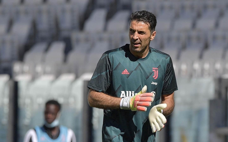 أصبح بوفون الأكثر خوضاً للمباريات في تاريخ الدوري الإيطالي