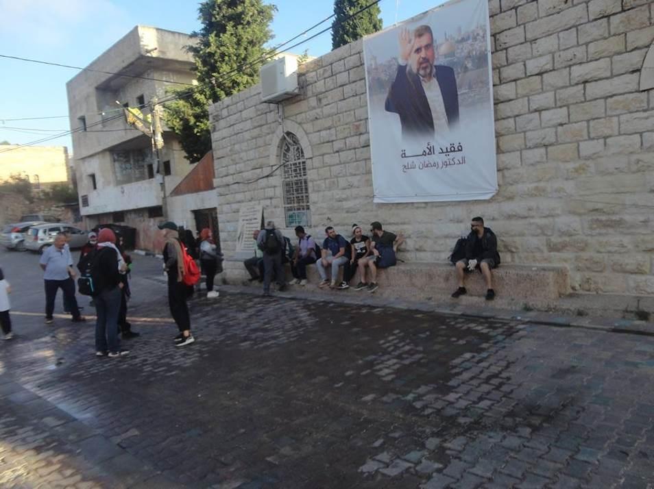 لافتة فقيد الأمة الدكتور رمضان شلح في بيت دقو