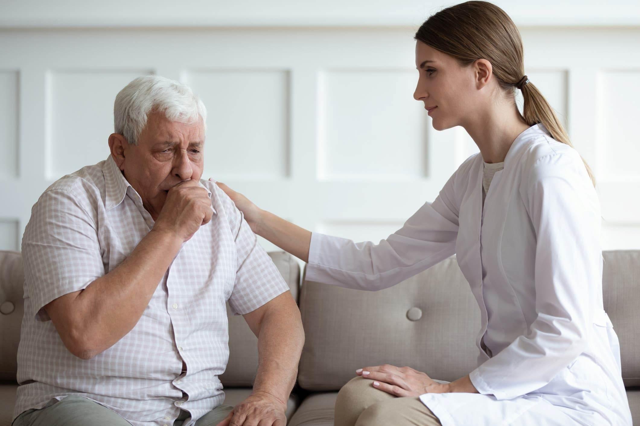 علماء صحة: الهواء يحمل الفيروس وينقل العدوى للإنسان عند استنشاقه