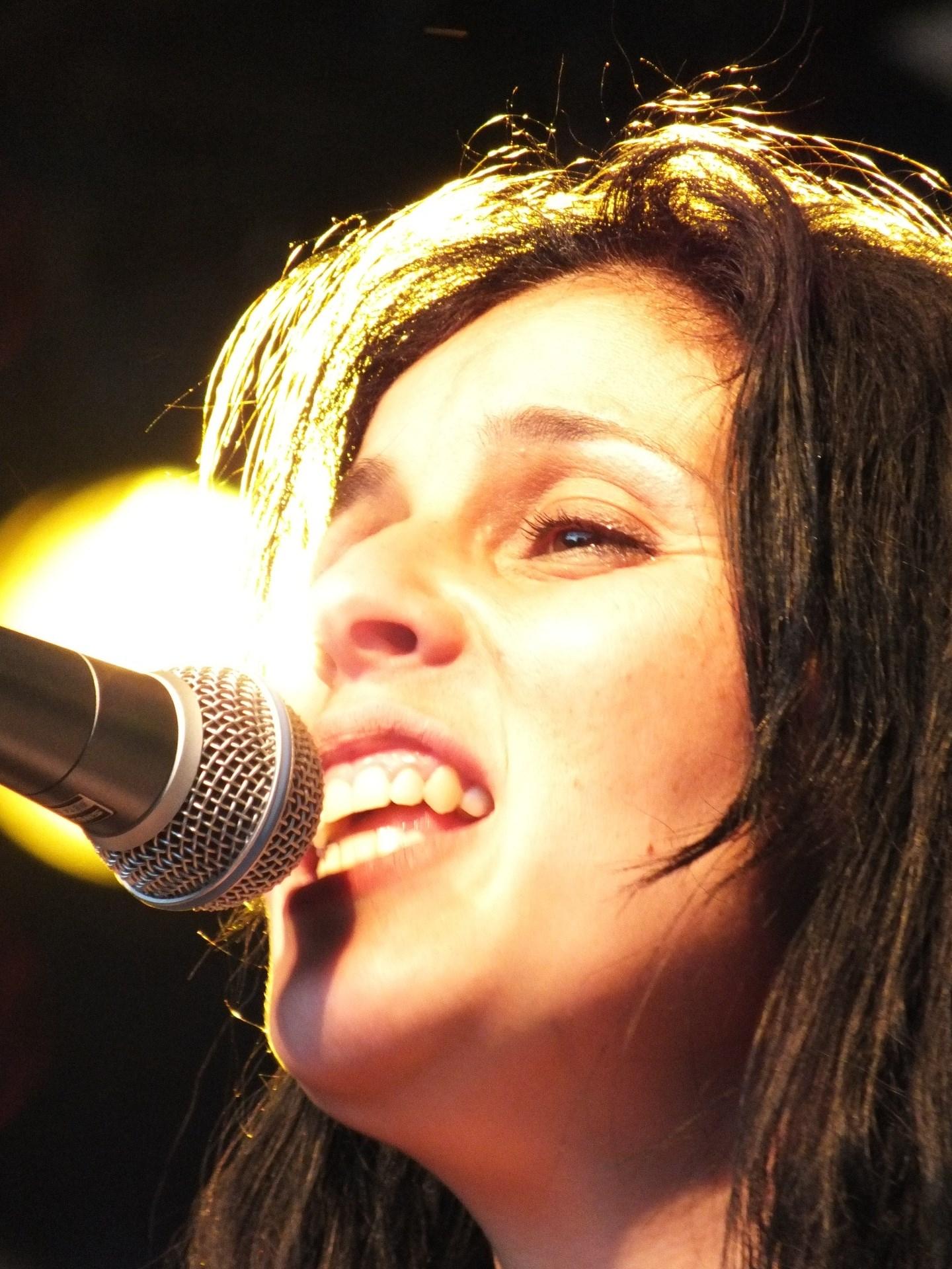 المغنية الجزائرية