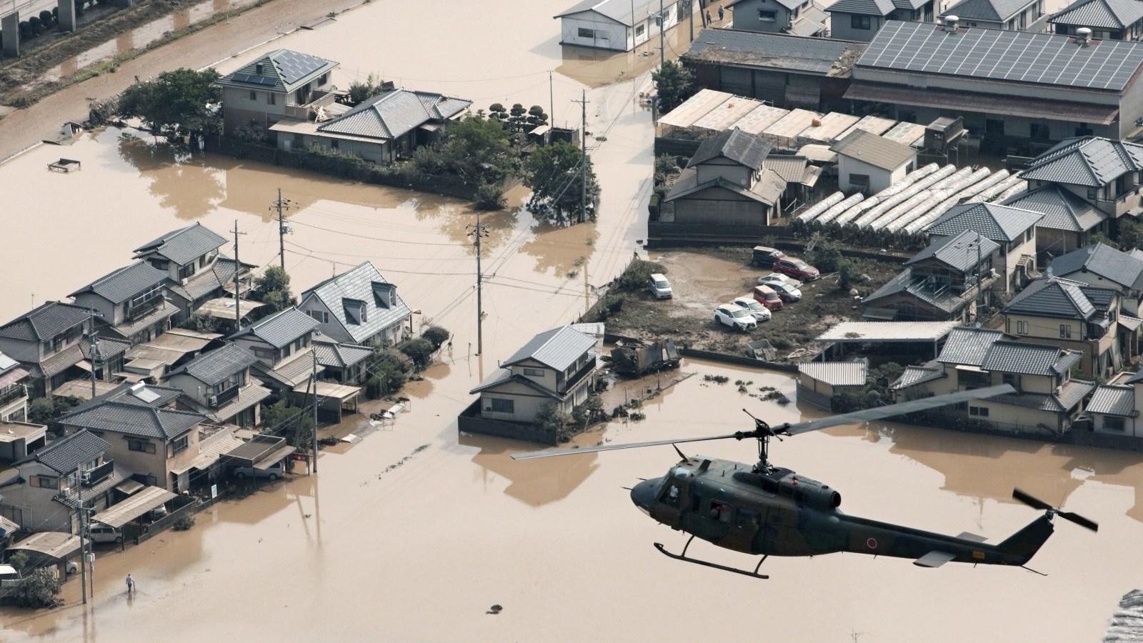 رئيس الوزراء الياباني: تعبئة 40 ألف عنصر من الشرطة والإطفاء وخفر السواحل وقوات الدفاع الذاتي اليابانية لنجدة المنكوبينن والبحث عن المفقودين