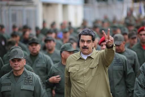 تأتي التعديلات التي أجراها مادورو على القيادات العليا في الجيش الفنزويلي بعد يومين من احتفال فنزويلا بذكرى الاستقلال