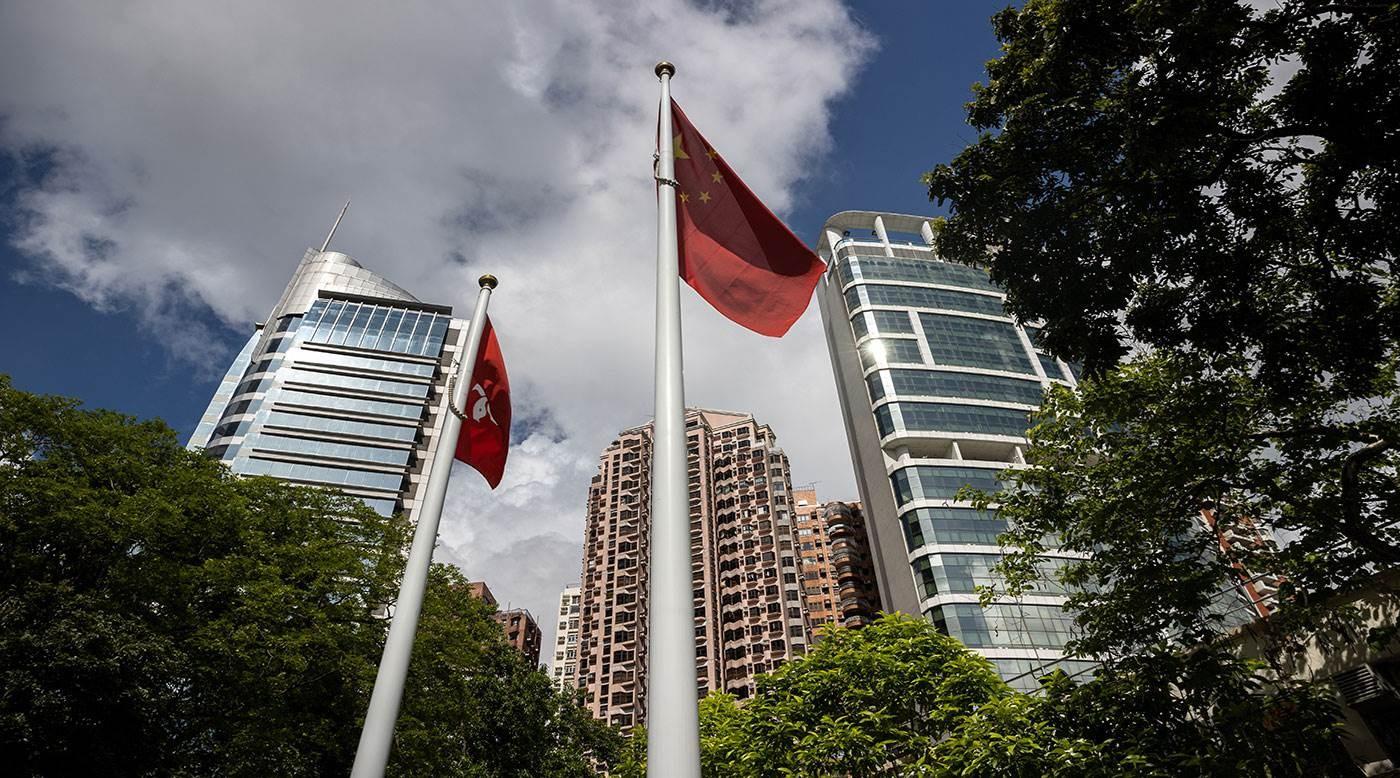 يقع المكتب في فندق متروبارك السابق وقد وُضع علم الصين خارج المبنى