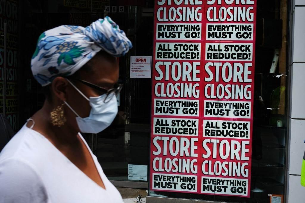 متاجر مدينة نيويورك تقفل بسبب انتشار فيروس كورونا في البلاد (أ ف ب).
