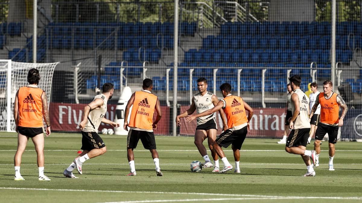 لاعبو ريال مدريد في التدريبات (تويتر)