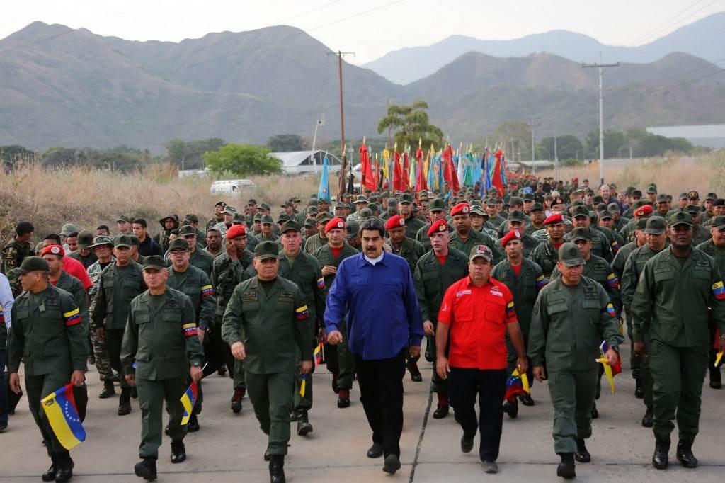 الرئيس الفنزويلي نيكولاس مادورو خلال مسيرة الولاء مع هيئة الأركان العليا للقوات البوليفارية عام 2019 (أ ف ب).