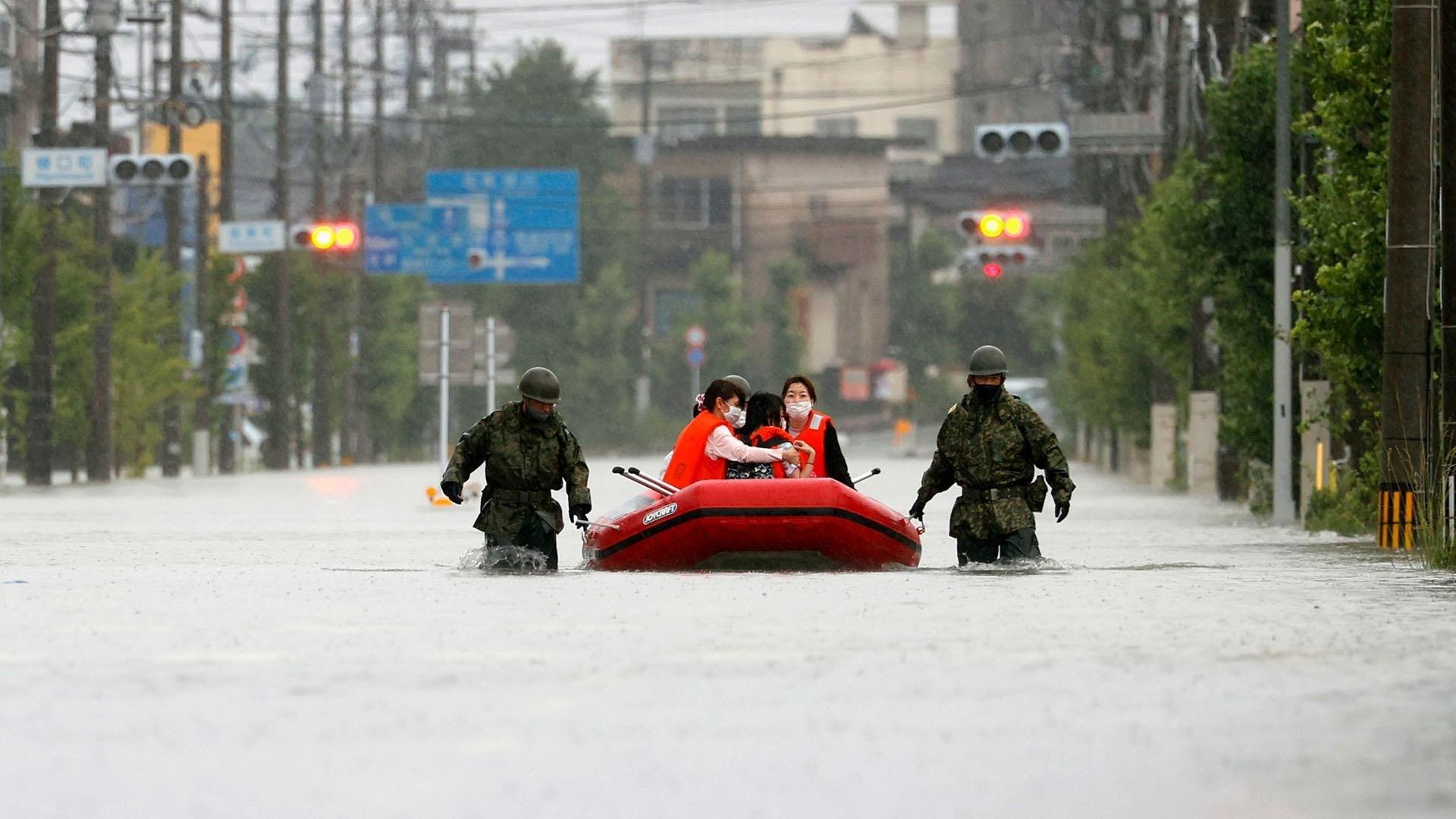 فيضانات في اليابان.. أكثر من 3 آلاف بيت معزول و60 ضحية