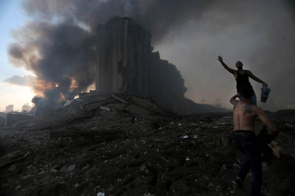 على الصعيد الداخلي بعض الشخصيات والتيارات السياسية تلقَّفوا انفجار مرفأ بيروت وكأنه هدية السماء