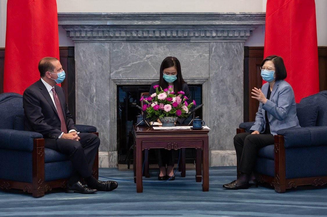 وزير الصحة والخدمات الإنسانية الأميركي يواصل زيارته لتايوان