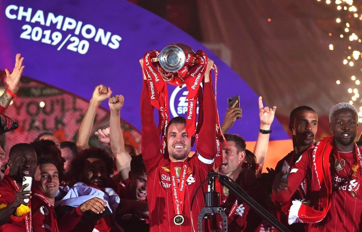 توِّج ليفربول هذا الموسم بلقب الدوري الإنكليزي للمرة الأولى منذ 30 عاماً