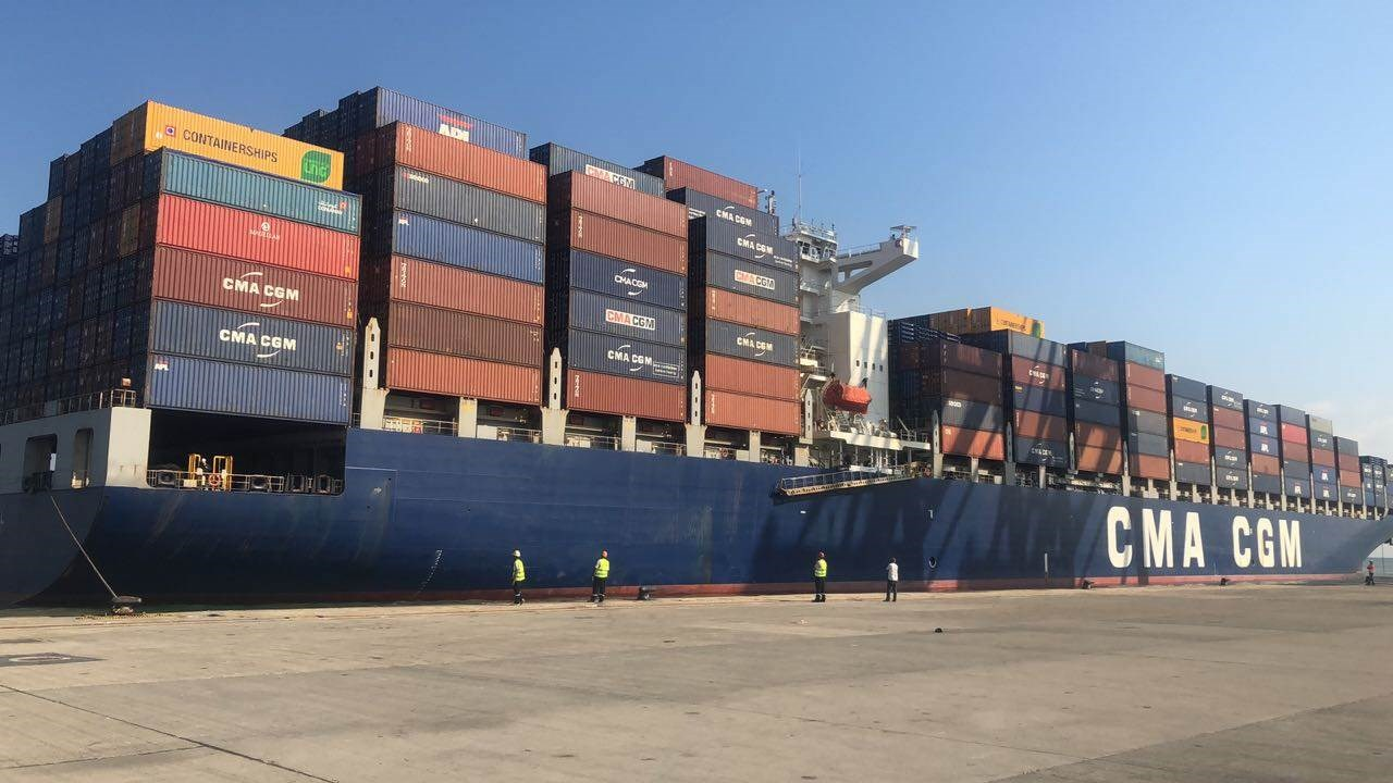 استقبال مرفأ طرابلس منذ أكثر من عام أضخم سفن منذ نشأته، كباخرة الحاويات الصينيّة nerval