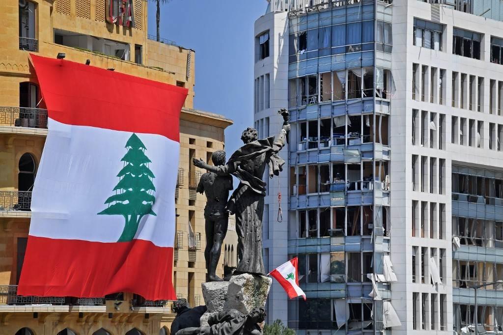 بيروت بعد الإنفجار الذي ضرب المرفأ (أ ف ب).