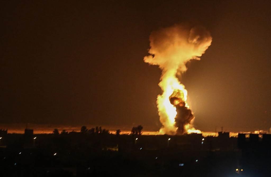 غارات جوية لطائرات حربية تابعة للجيش الإسرائيلي على مدينة رفح جنوب قطاع غزة (أ ف ب).