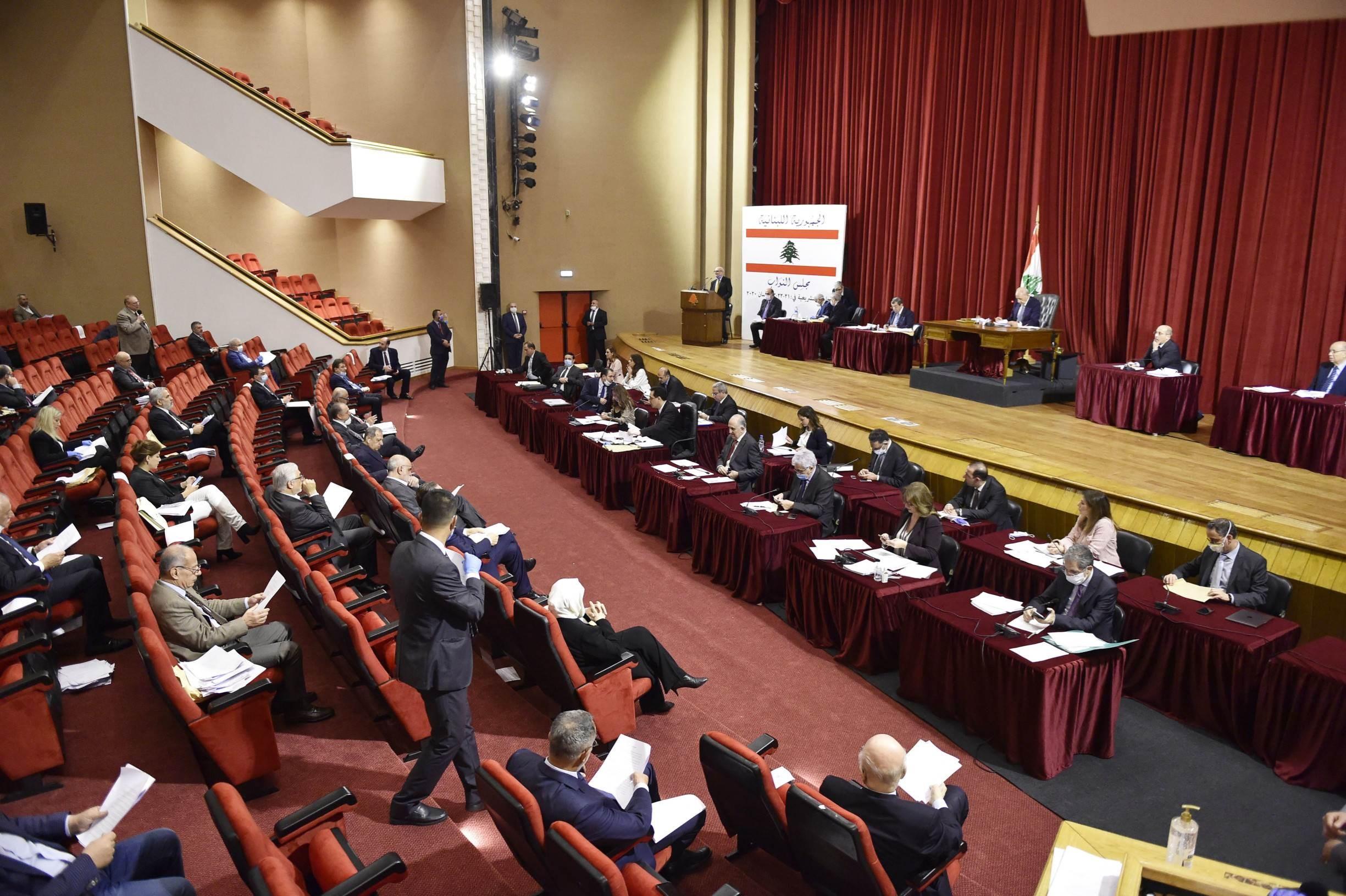 جلسة عامة للبرلمان اللبناني لمناقشة إعلان الحكومة حال الطوارئ في العاصمة بيروت