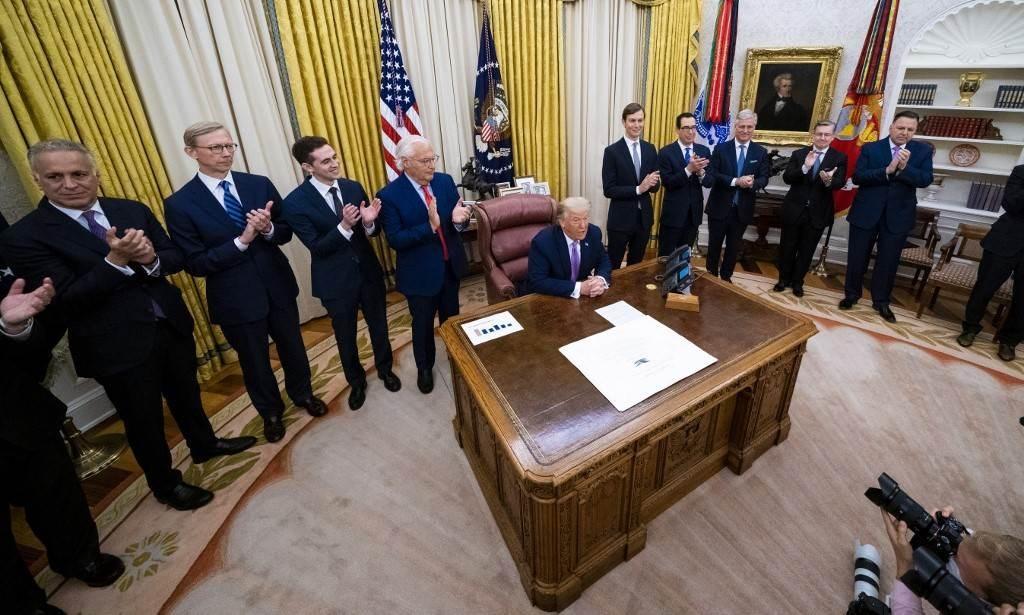 ترامب خلال اجتماع مع قادة