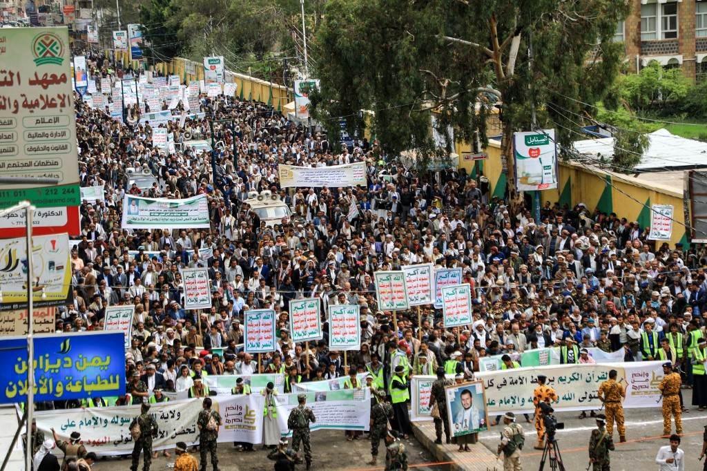 مسيرات في اليمن تحمل شعارات
