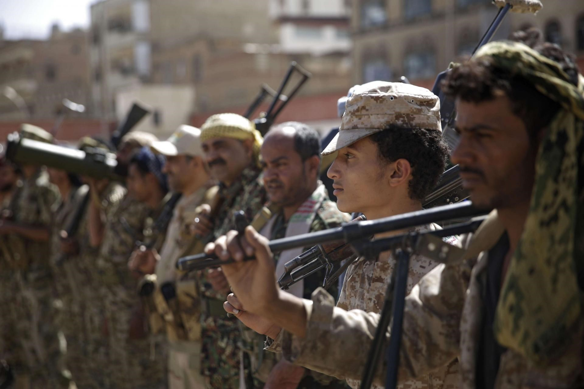 الجيشِ اليمني يسيطر على معاقل تنظيمَي القاعدة وداعش في منطقتي قيفة ويكّلّا