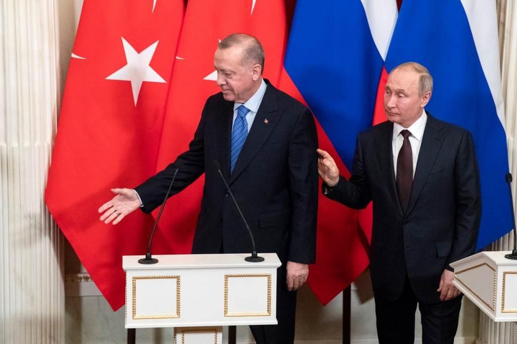 بوتين وإردوغان بعد لقائهما في الكرملين في موسكو في 5 مارس 2020 (أ ف ب).