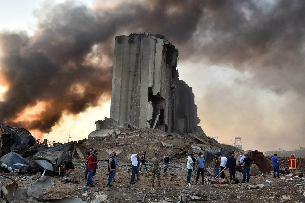 صورة للدمار الهائل الذي خلّفه انفجار مرفأ بيروت (أ ف ب).